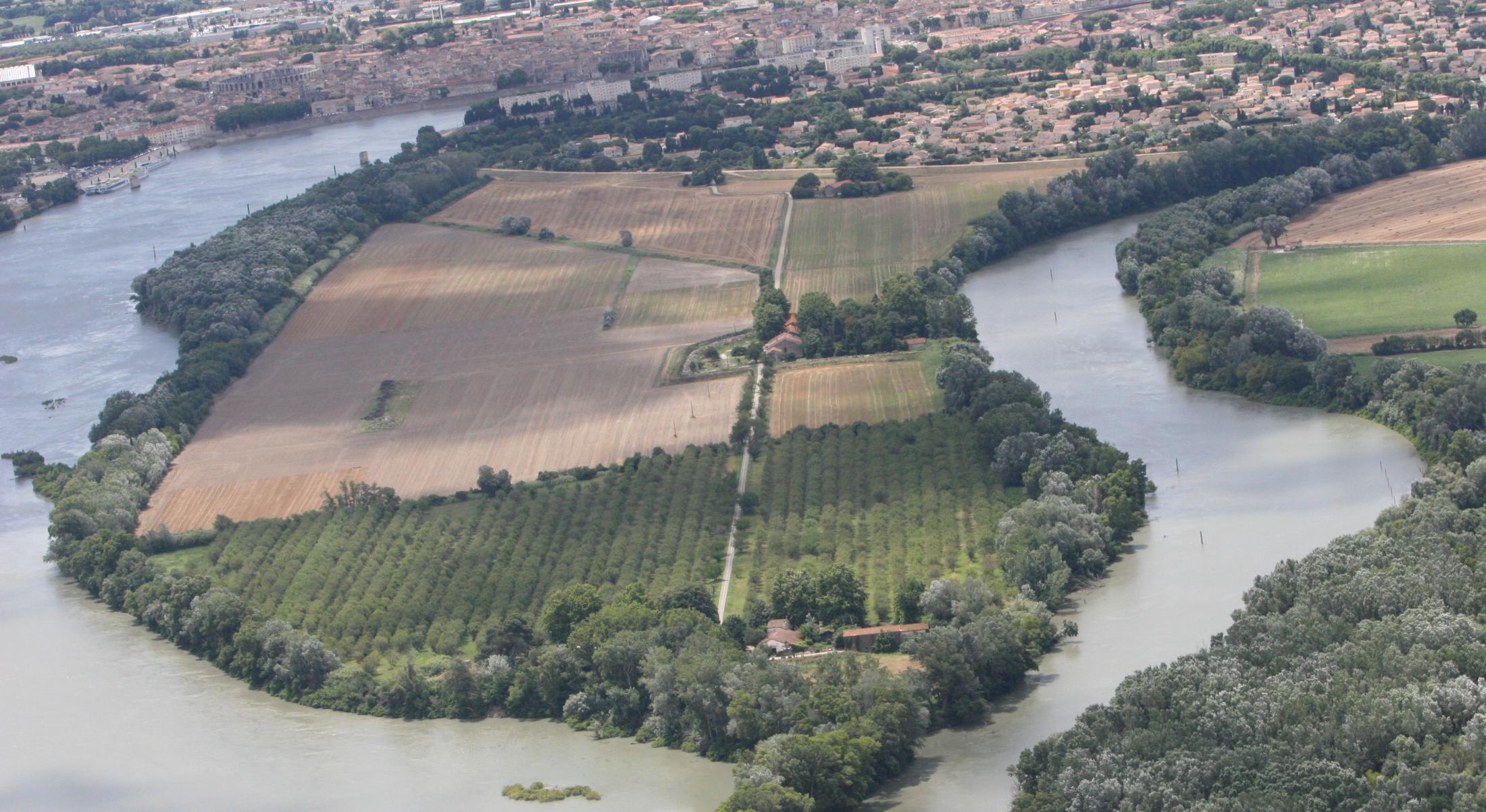 Le Rhône à Arles en Camargue - Office de Tourisme d'Arles